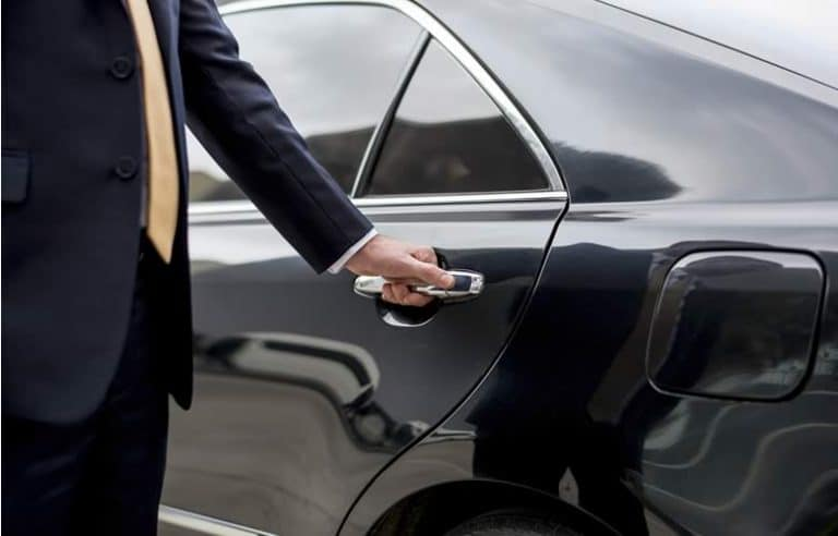 contact us - chauffeur_hand